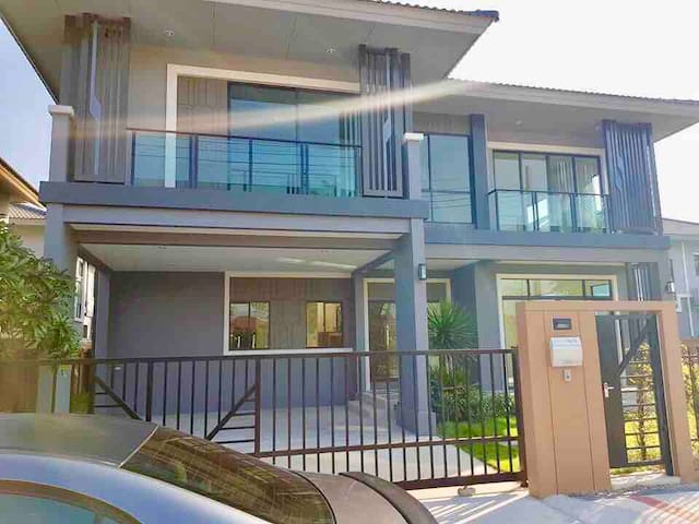 New Entire House, high security, 3BR. 216 sqm.