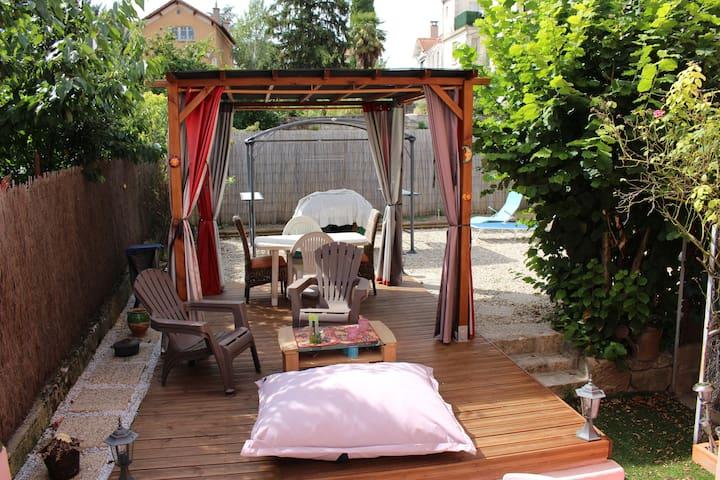 Maison avec jardin pour 1 A 6 personnes. - Millau - House