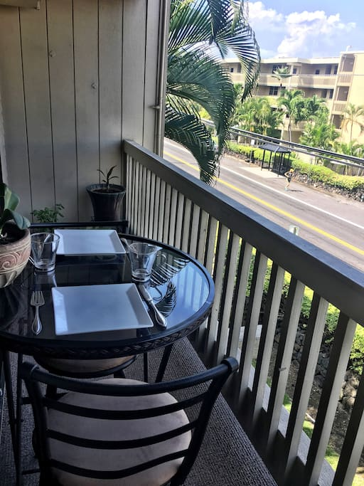 """Front row viewing of Ironman World Championship """"Run"""" portion of the race, from your balcony right on Alii Drive!"""
