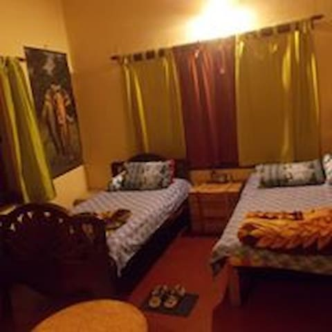 Female Dormitory-Kolkata Backapackers B & B