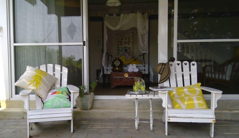 Beach house studio - easy beach access