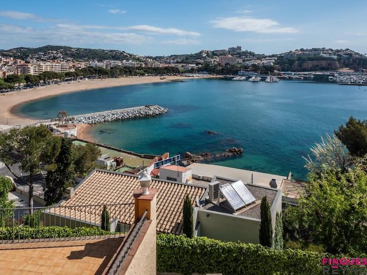 Spectacular apartment with views of the bay of Sant Feliu de Guíxols