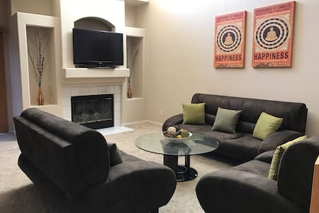 3 Bedroom Townhouse close to the  strip - ラスベガス