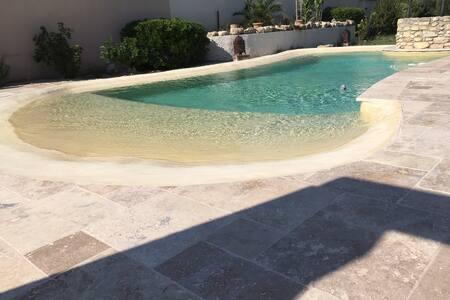 Coquet 2 pièces au calme avec piscine (2/4 pers)