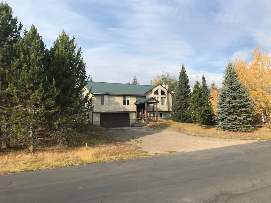 Front view of home. Large driveway, plenty of room for snowmobile or ATV  trailers