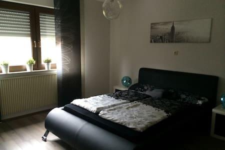 1 Zimmer wundervolle Aussicht - Dipperz - 公寓
