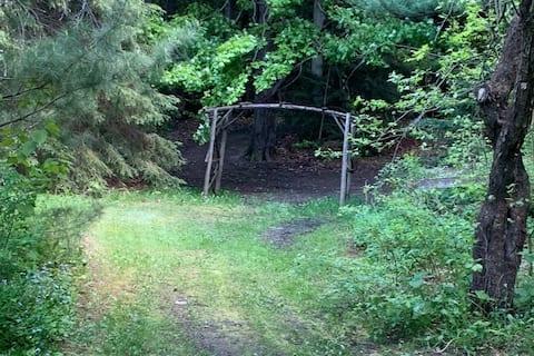 Private Cozy Cabin in the Woods near Tottenham