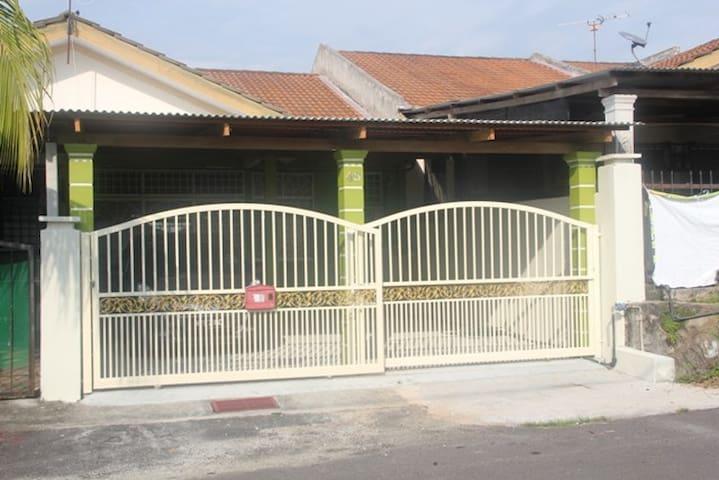 Bluebell Homestay @ Telok Kemang Port Dickson - Port Dickson - Dom