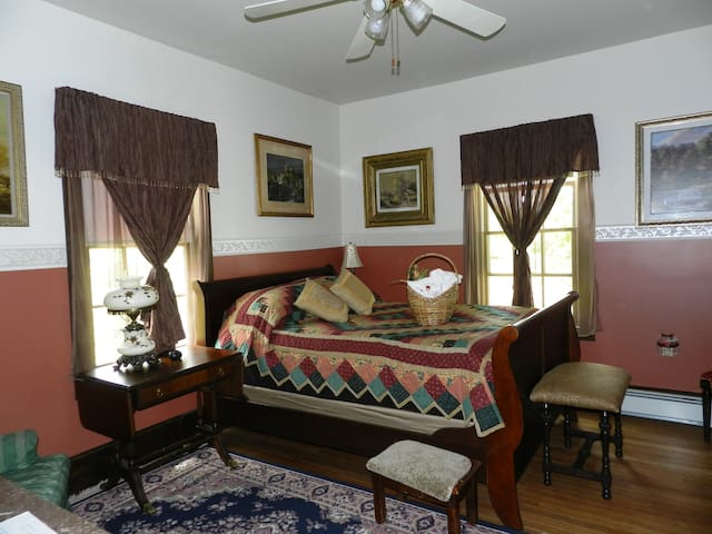 Mrs. White  Located in the rear of the house off the parlor this room offers a queen size sleigh bed and the ease of lodging on the first floor. Private Bath