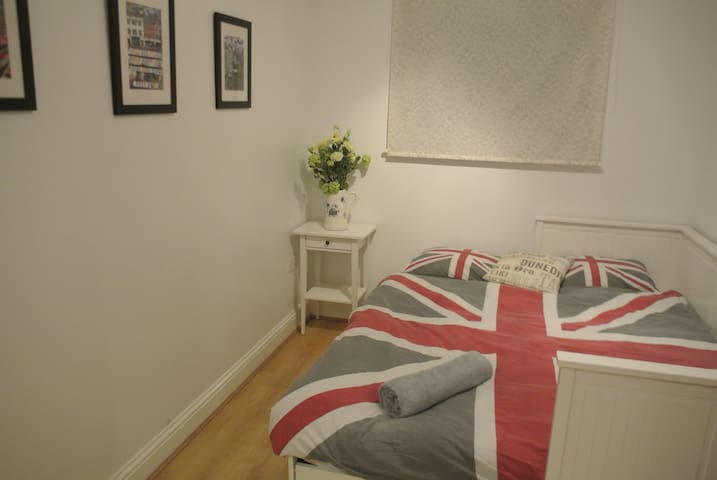 Double room in light, spacious apartment