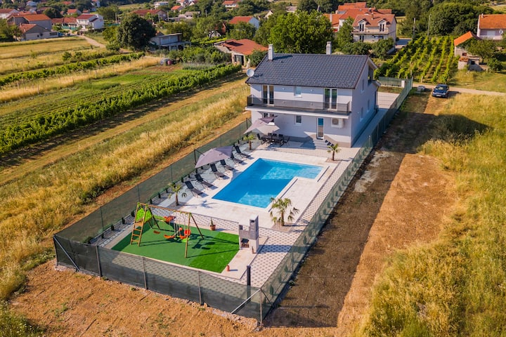 Luxury Villa Antea - Four Bedroom Villa with Pool