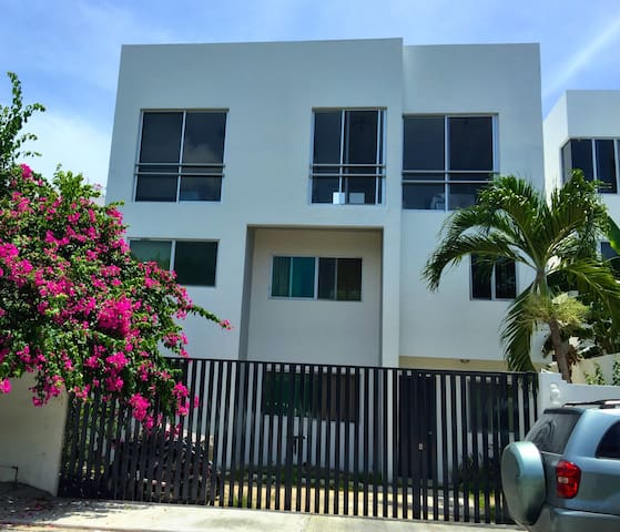Comfy 2 Bed For Less Than A Hostal! - Playa del Carmen  - Daire