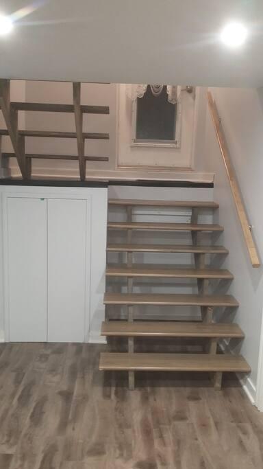 Escalier à l'intérieur de l'appartement.