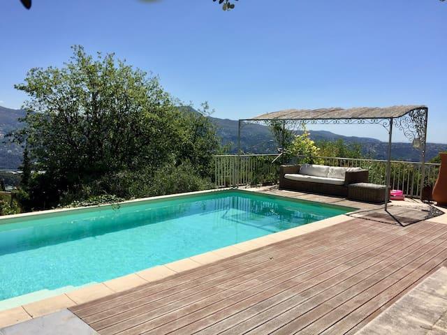 Bel appartement dans une villa - Carros - Apartment