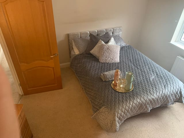 King Size bed in Beautiful Flat in central LDN