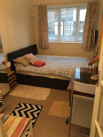 Double bed with private bathroom - Sutton Coldfield - Talo