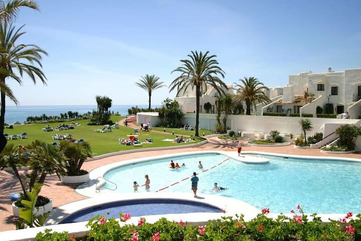 Estepona-Villacana. Grazioso appartamento con vista sul mare