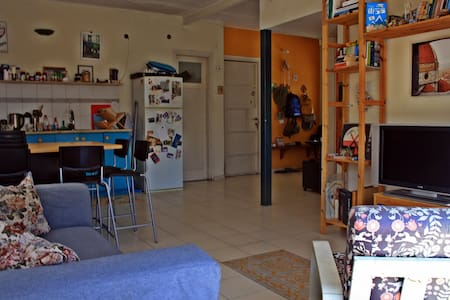 A Big 2 room apartment in the Heart of Florentin! - 特拉维夫-雅法 - 公寓