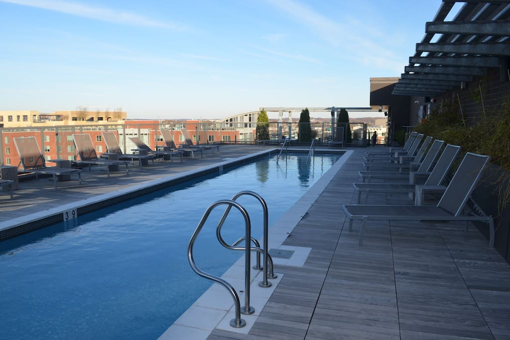 Rooftop Pool- Heated in Winter