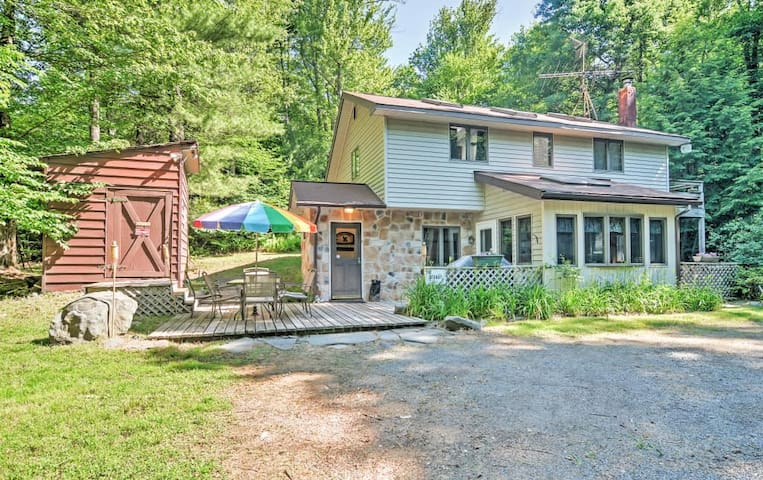 Charming & Secluded 3 BR Pocono Lake Cottage - PA - House