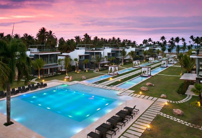 Beachfront/ Luxury Accommodation