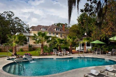 The Hoyt House Bed & Breakfast - Fernandina Beach - Bed & Breakfast