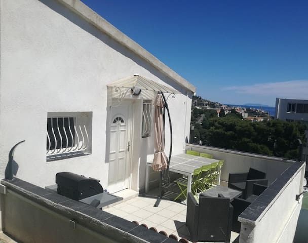 T2  1er étage villa Bastia sud, terrasse, vue mer