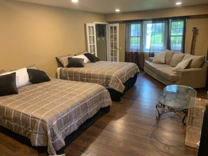 1 BDRM in 1 Fam home (3 BEDS UP TO 5 PEOPLE)