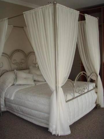 Room 1 - Honeymoon Suite