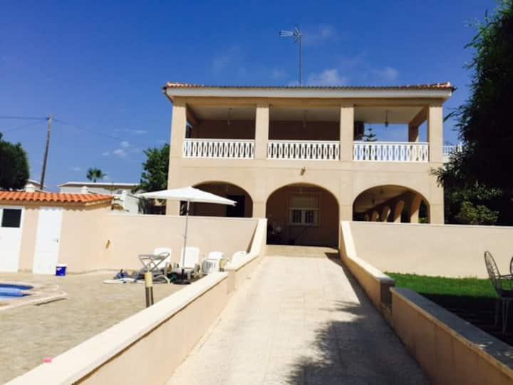 Casa Iradier independiente , piscina privada .