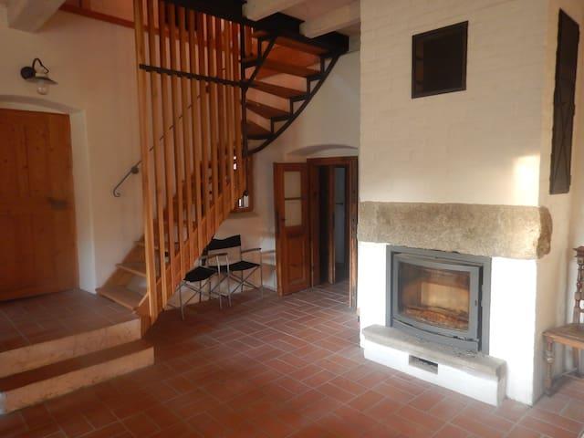 Hlavní světnice a přístup do ložnic
