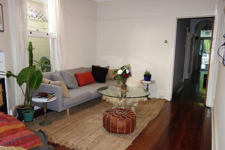 Scandinavian style interiors opposite hyde park - Perth - Rumah