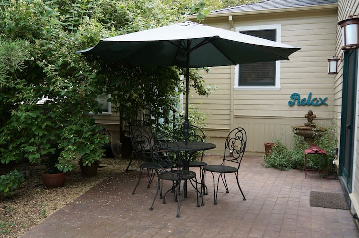 Gated private patio suite in downtown Nevada City - Nevada City - Дом