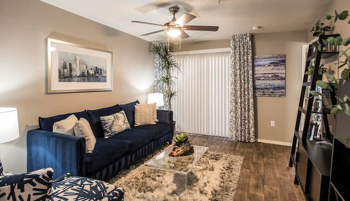 Upscale 1BR w/ pool, gym and more in Phoenix