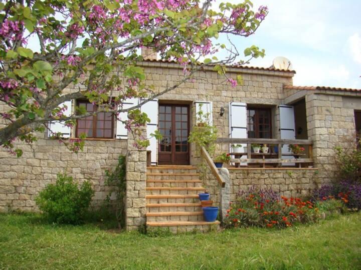 Maison de charme proche mer en Corse du Sud