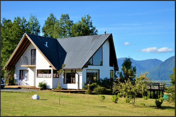 Beautiful house 3km from Pucón, lake and volcano