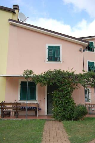 Casa nel borgo in collina vicino al mare - Bargone