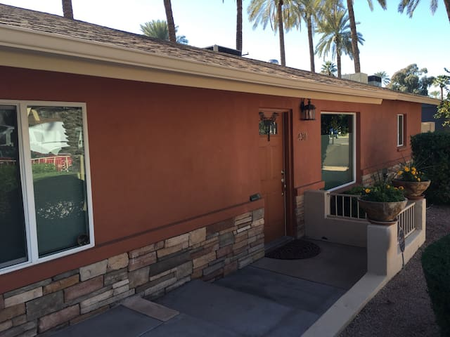 Awesome location and great house! - Phoenix - Casa