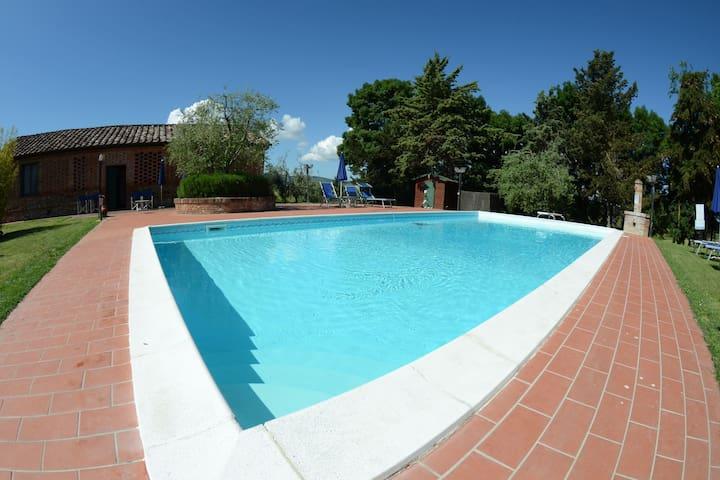 Sfeervol vakantiehuis in Peccioli met gezamenlijk zwembad