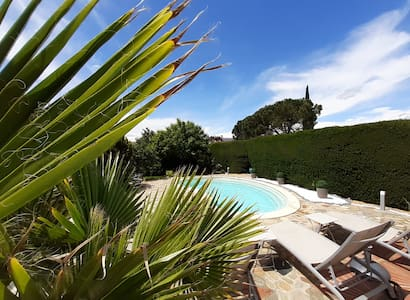 Guest House Le Caroux Pool/Spa/Jacuzzi
