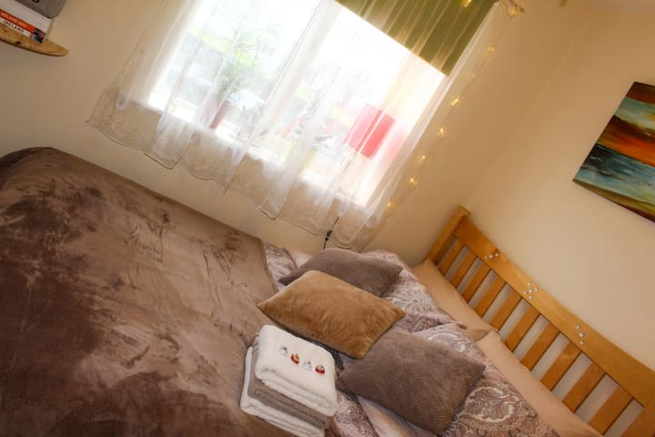 Double Bed & Private Bath Free WiFi - Galway  - Apartamento