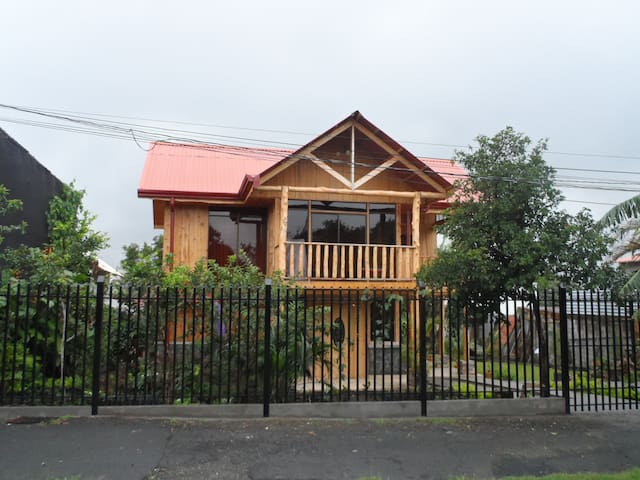 Brand New Beautiful Home (2 night min.) in Heredia - San Rafael - Casa