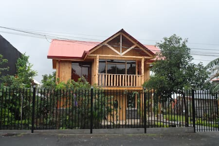 Brand New Beautiful Home (2 night min.) in Heredia
