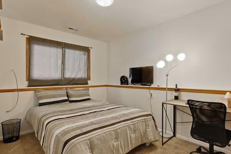 Private Room W/Mini Fridge, Gym Near I25 & RMNP