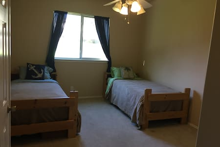 Large private bedroom - San Antonio