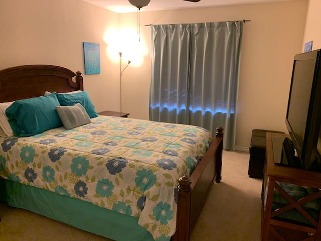 1 of 3 Rooms in Beautiful NLV Home Blue Room