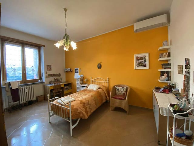 Large and bright room in a nice flat with garden.