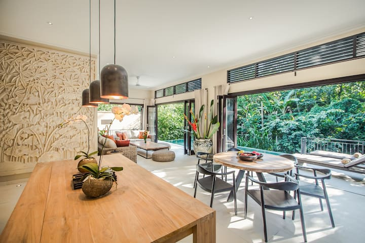 *NEW*Private 3BR feng shui Villa by the river UBUD