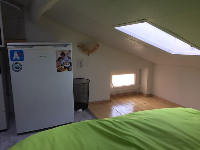 Attic room for one/couple! Top center