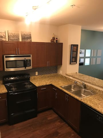 Roomy and bright 1 BR apartment in Cherry Creek